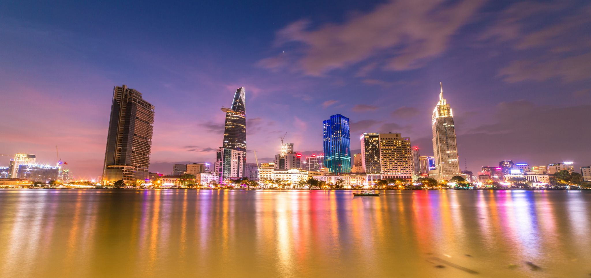 skyline-of-saigon-vietnam_l